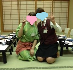 作務衣着てフロントの友達と撮った写真